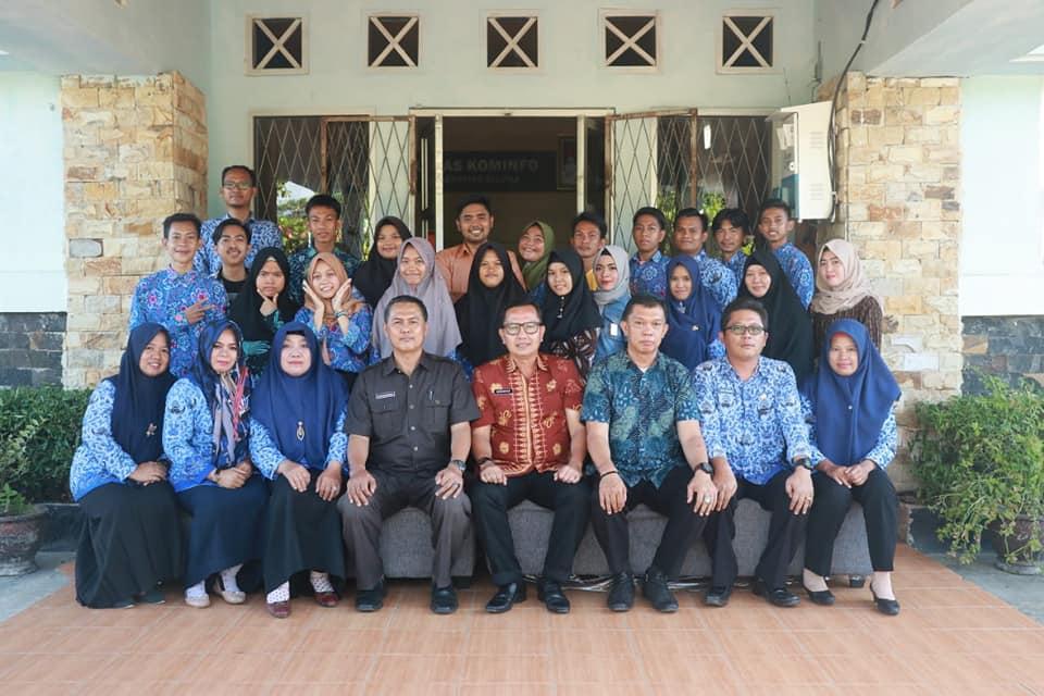 Kepala Dinas Kominfo Seluma H. Hendarsyah, S.IP. MT melepas 12 siswa/i magang dari SMKN 1 Seluma
